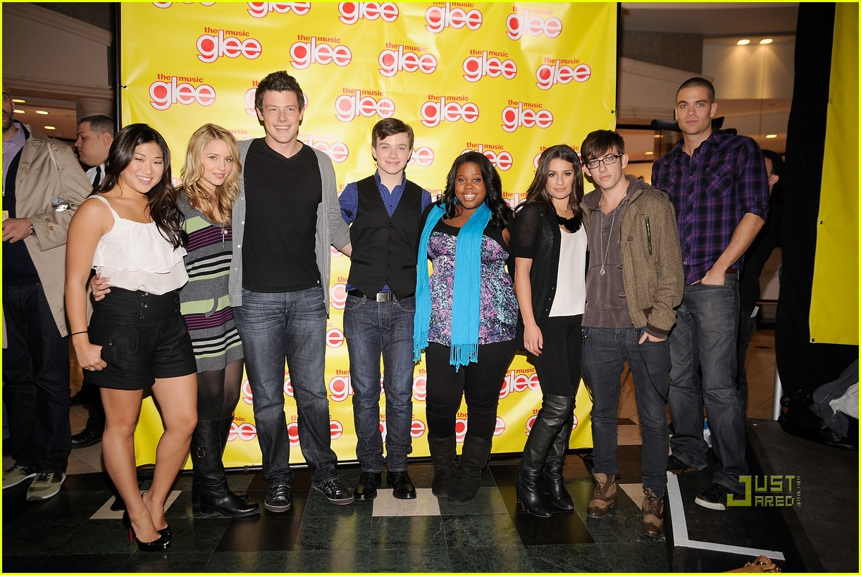 glee cast roosevelt field mall 02