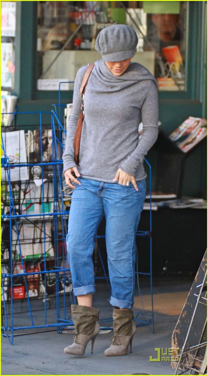 f9e00daf81a Jennifer Lopez is a Lucky Ducky  Photo 2387041