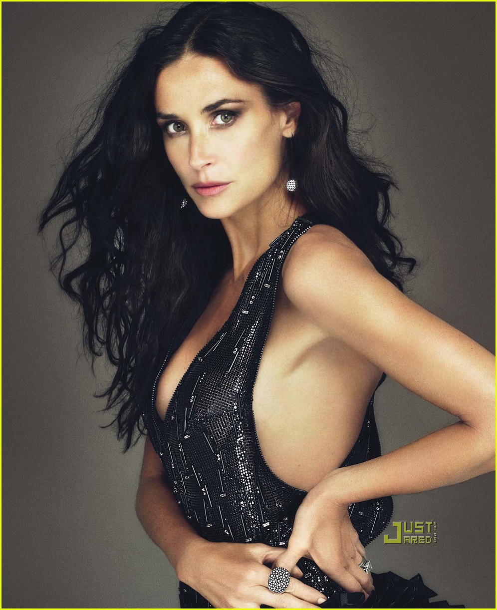 demi moore w magazine december 2009 cover 04