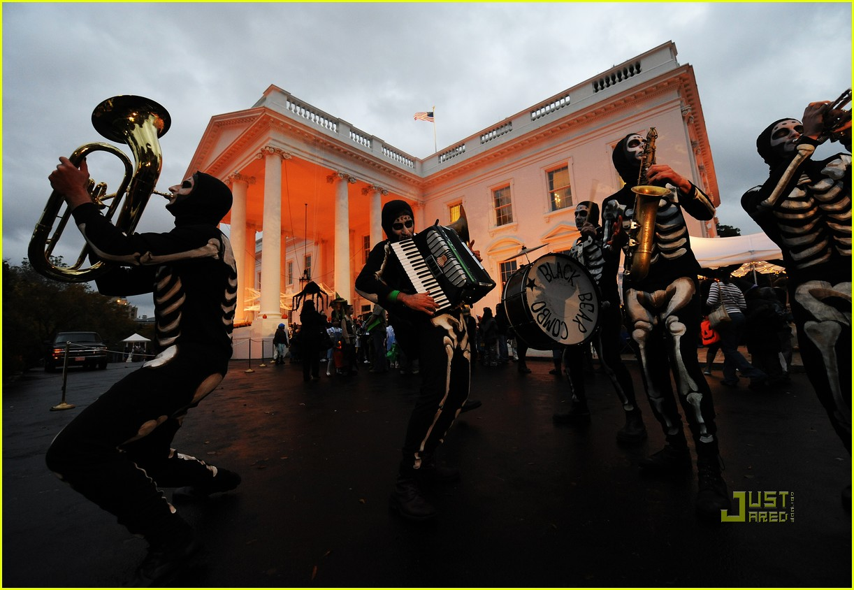 michelle obama trick of treating white house 022326131