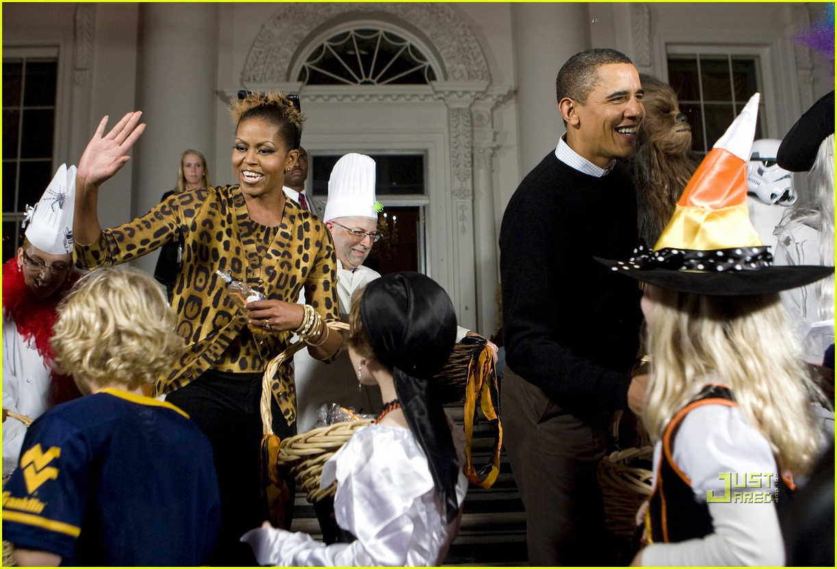 Michelle Obama: Trick-or-Treating at the White House!: Photo ...