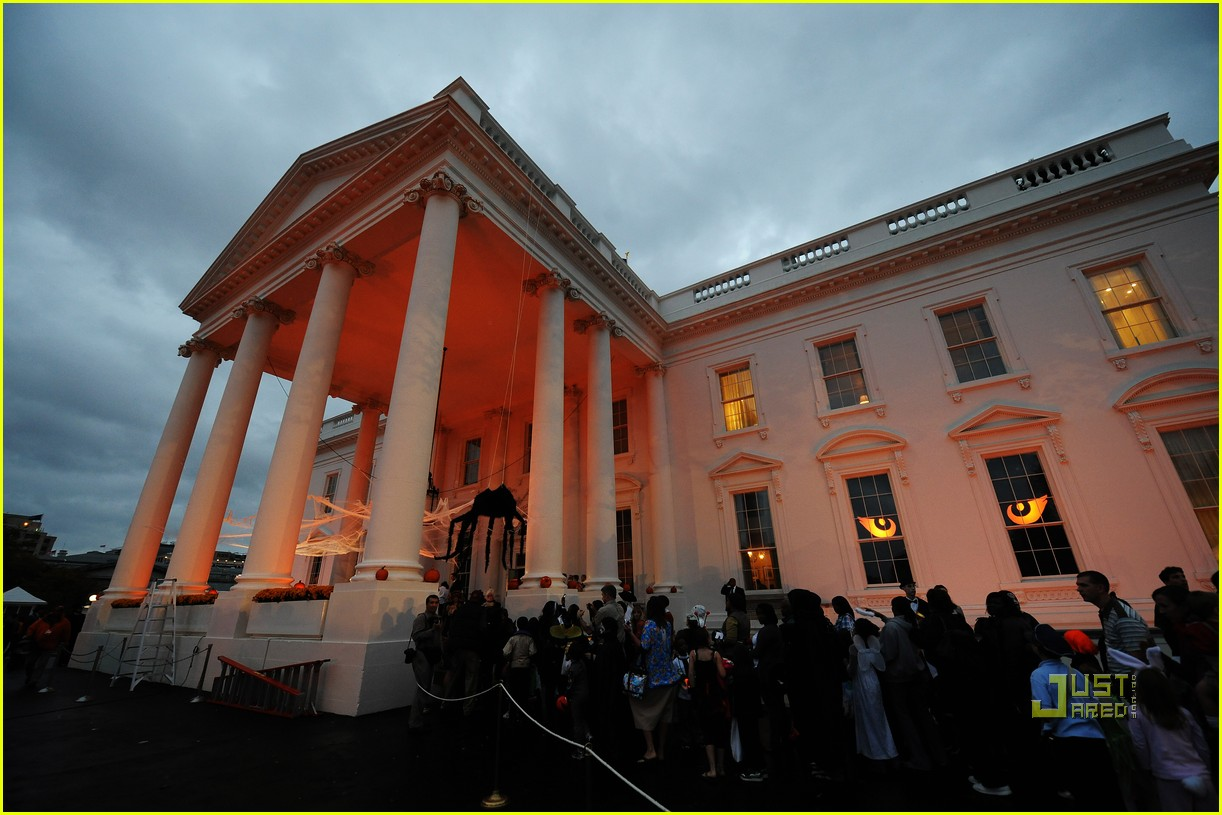 michelle obama trick of treating white house 04