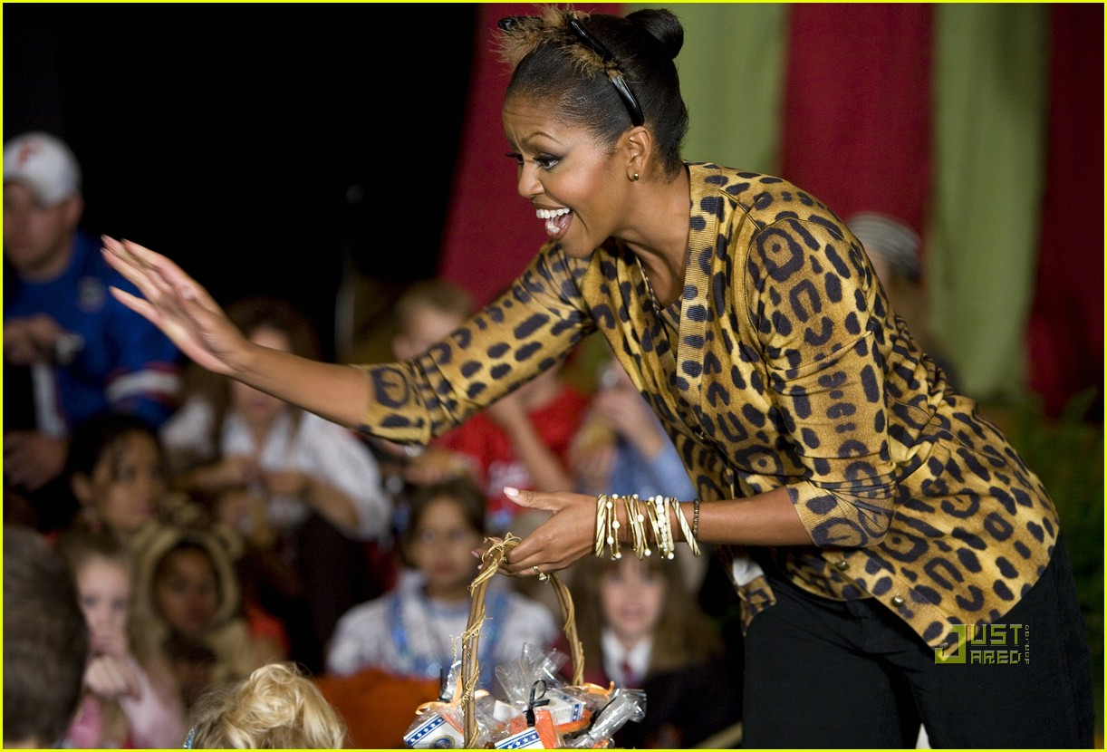 michelle obama trick of treating white house 06