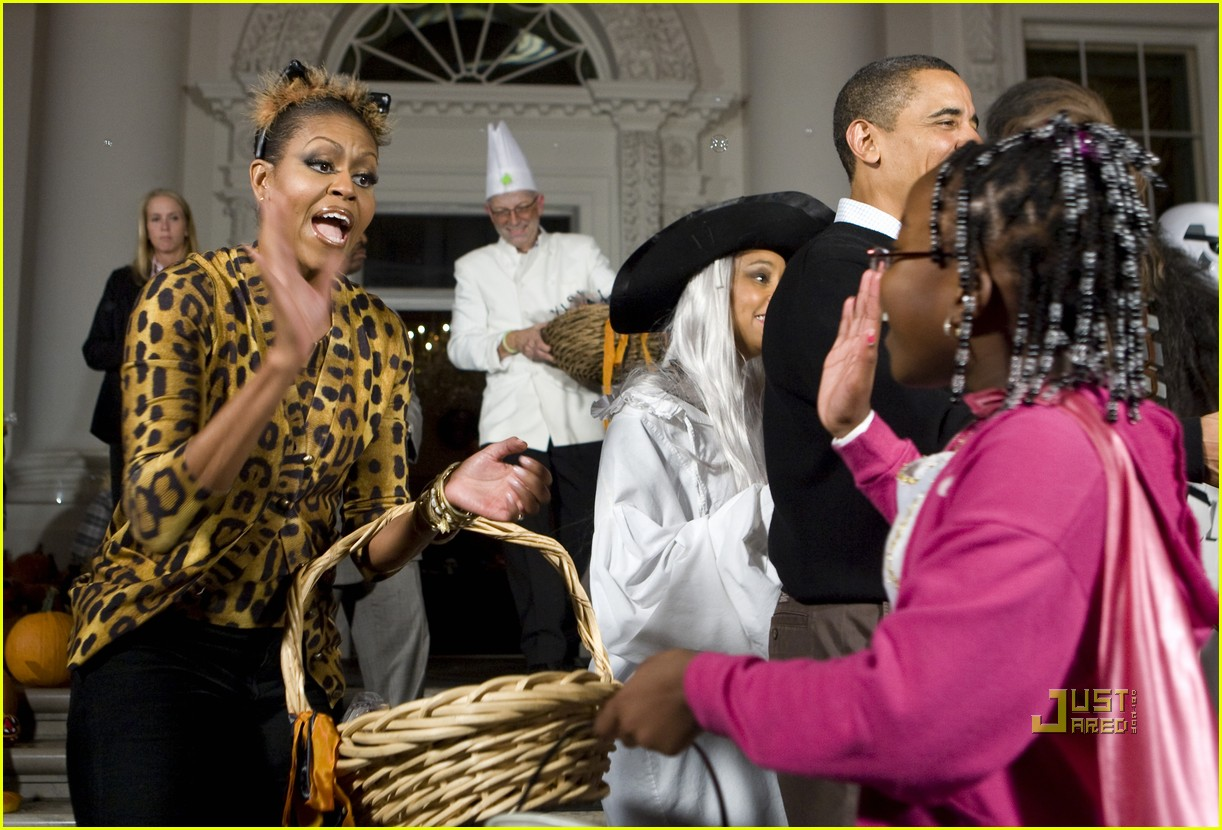 michelle obama trick of treating white house 072326181