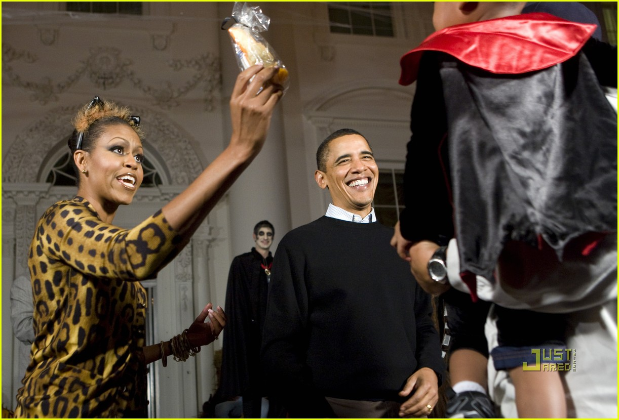 michelle obama trick of treating white house 10