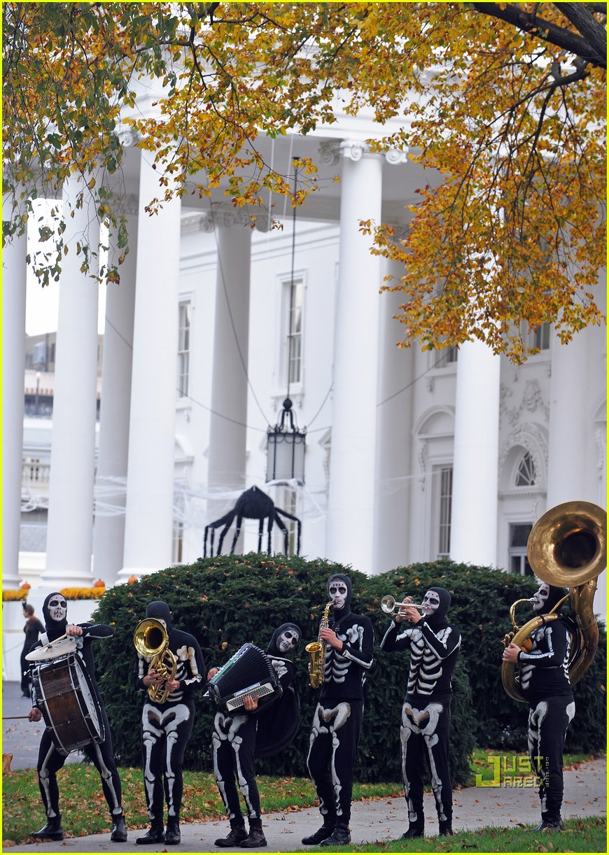 michelle obama trick of treating white house 132326241