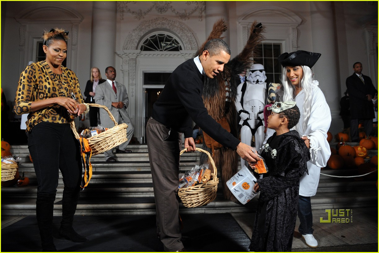 michelle obama trick of treating white house 232326341