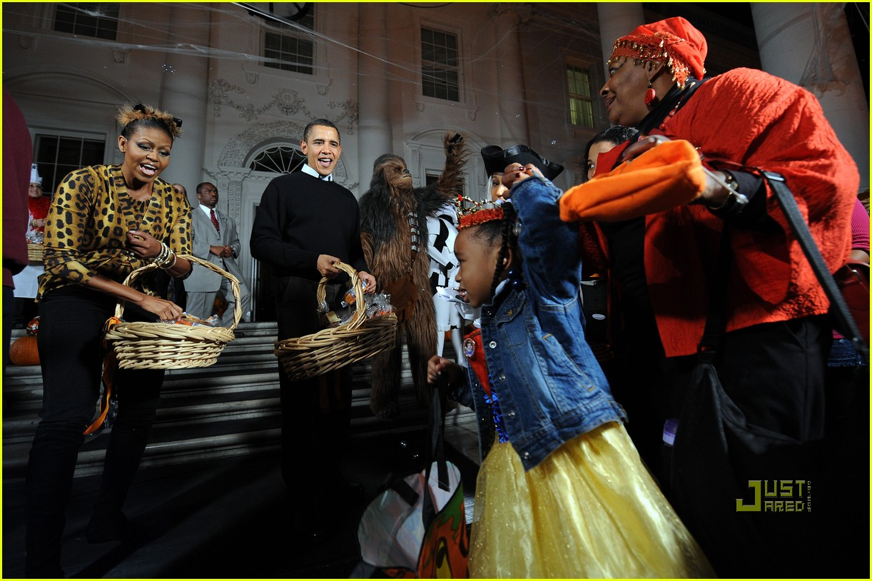 michelle obama trick of treating white house 242326351