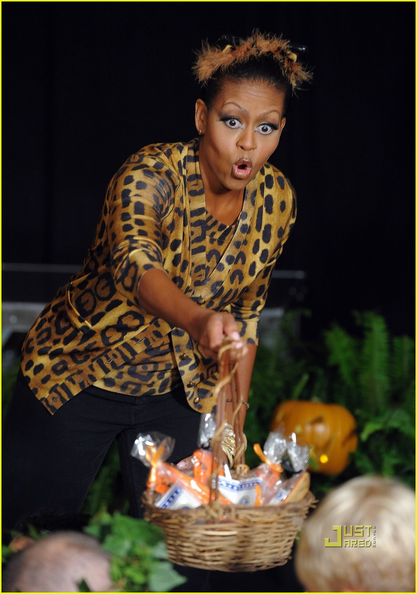 michelle obama trick of treating white house 26