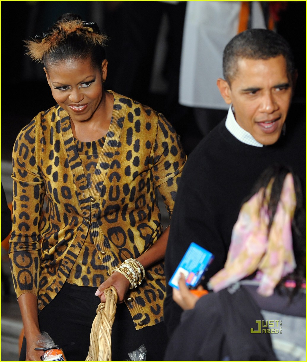 michelle obama trick of treating white house 272326381