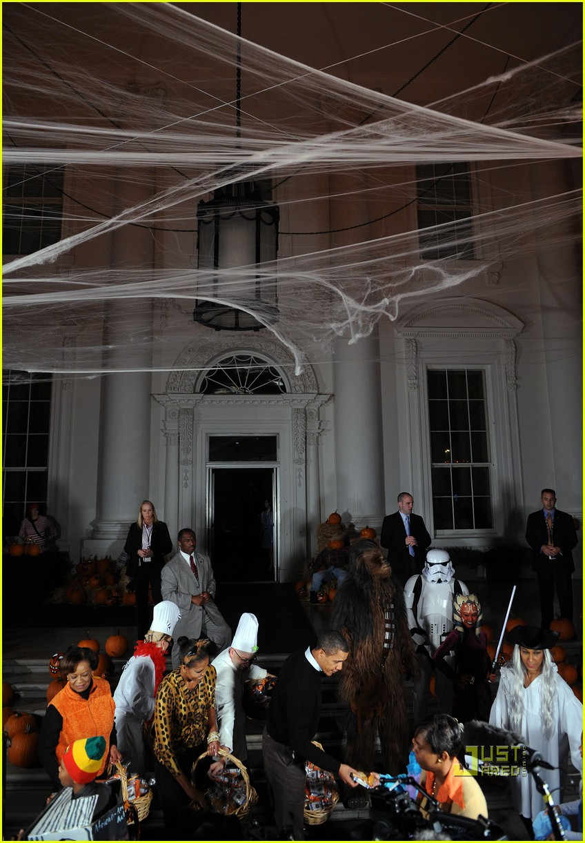 michelle obama trick of treating white house 282326391