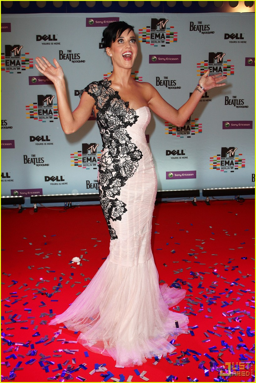 katy perry mtv emas red carpet 052336052