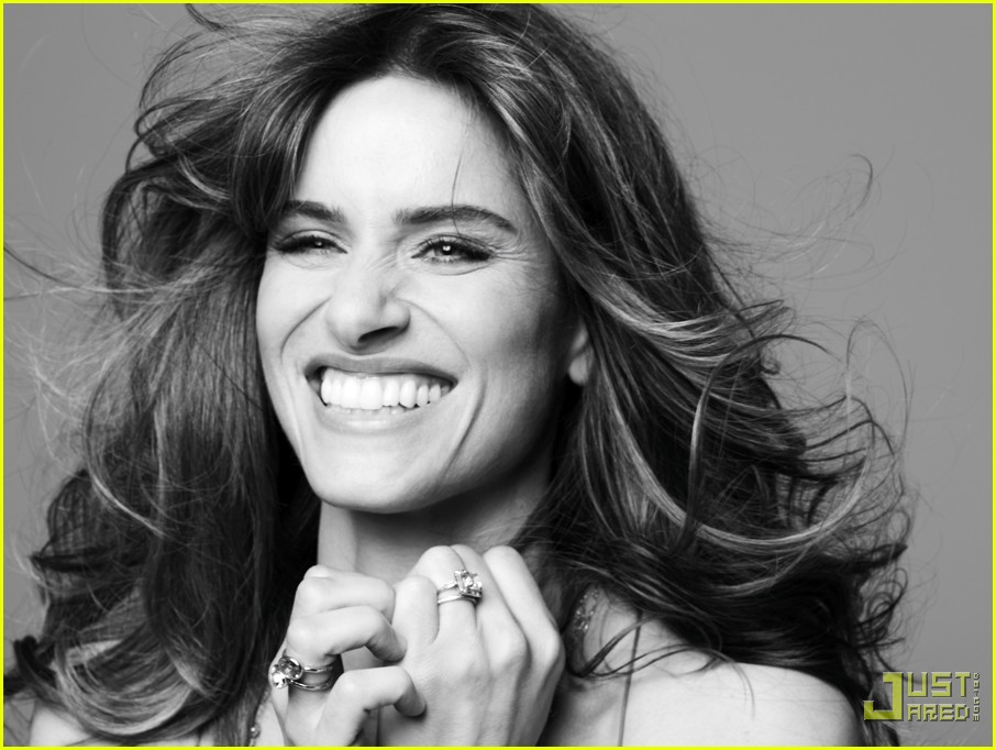 amanda peet self magazine december 2009 022364522