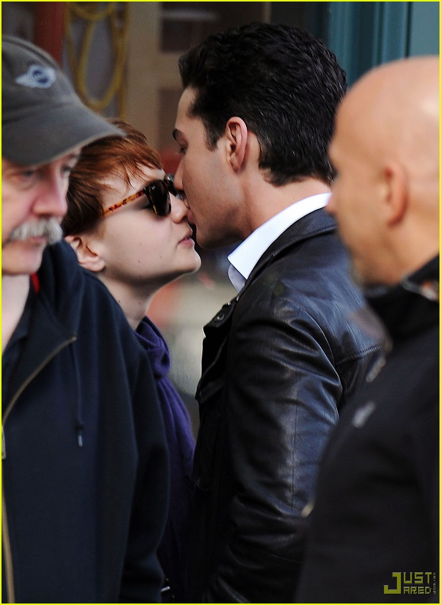 shia labeouf carey mulligan kiss 032361851