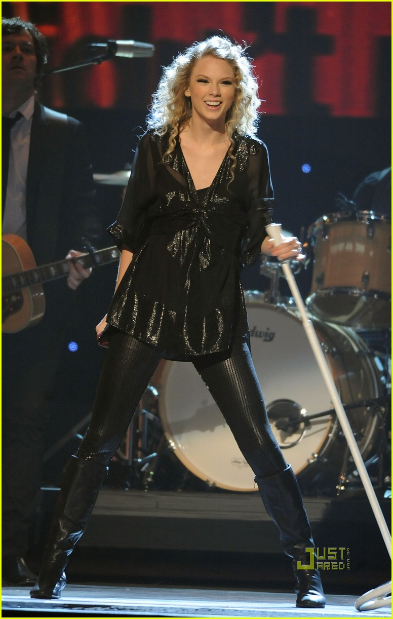 taylor swift cma awards 2009 022351681