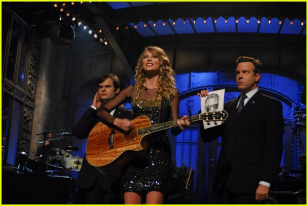 taylor swift hosting snl video 072342671