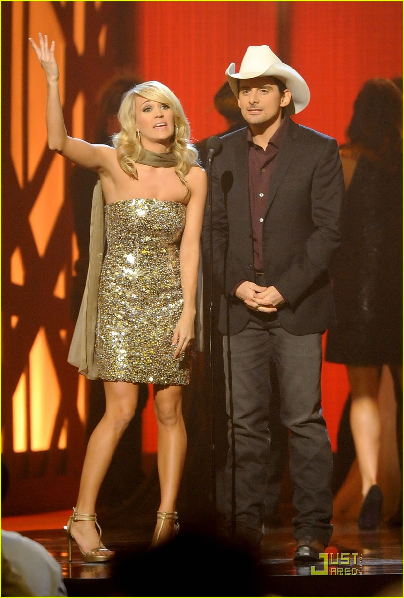 carrie underwood hosts the 2009 cmas 262352012