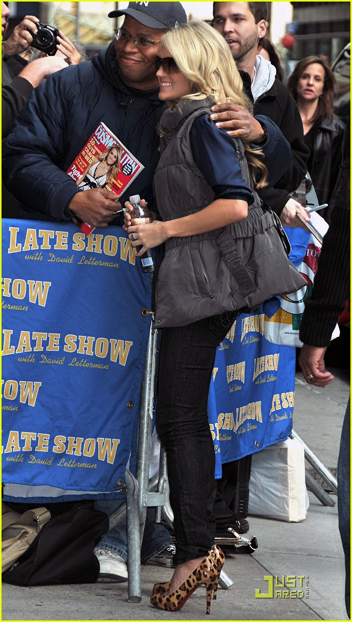 carrie underwood visits the late show 072329542