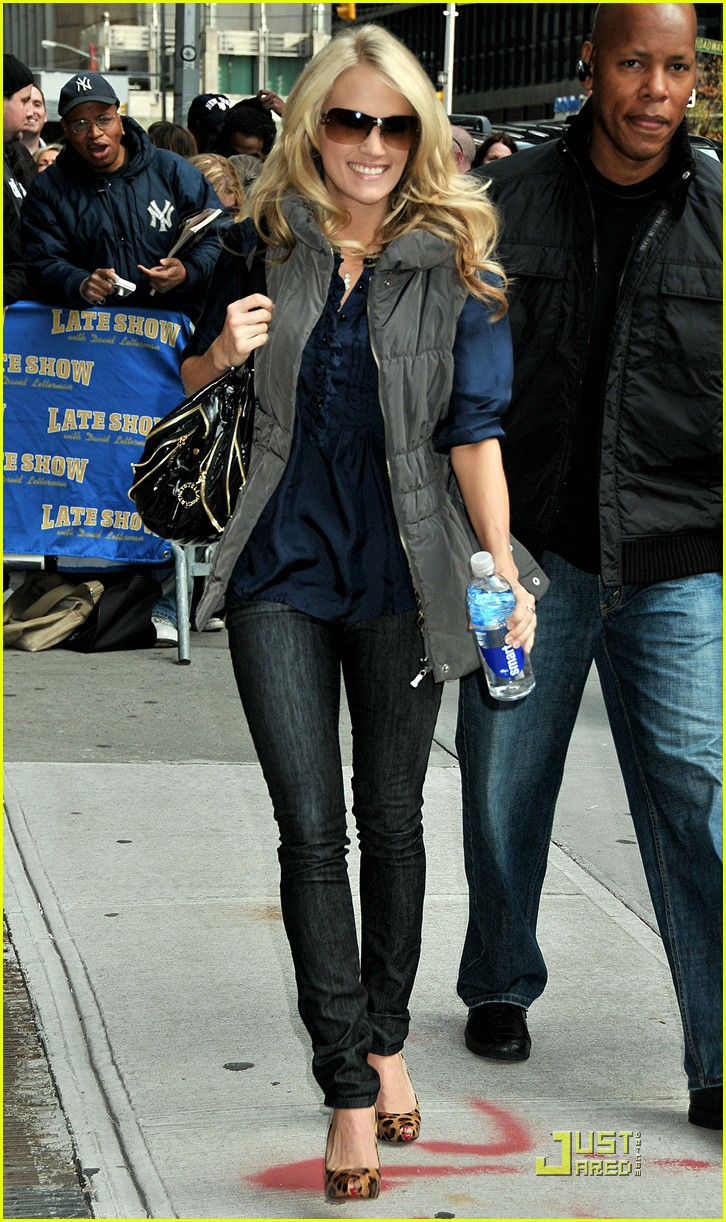 carrie underwood visits the late show 082329552