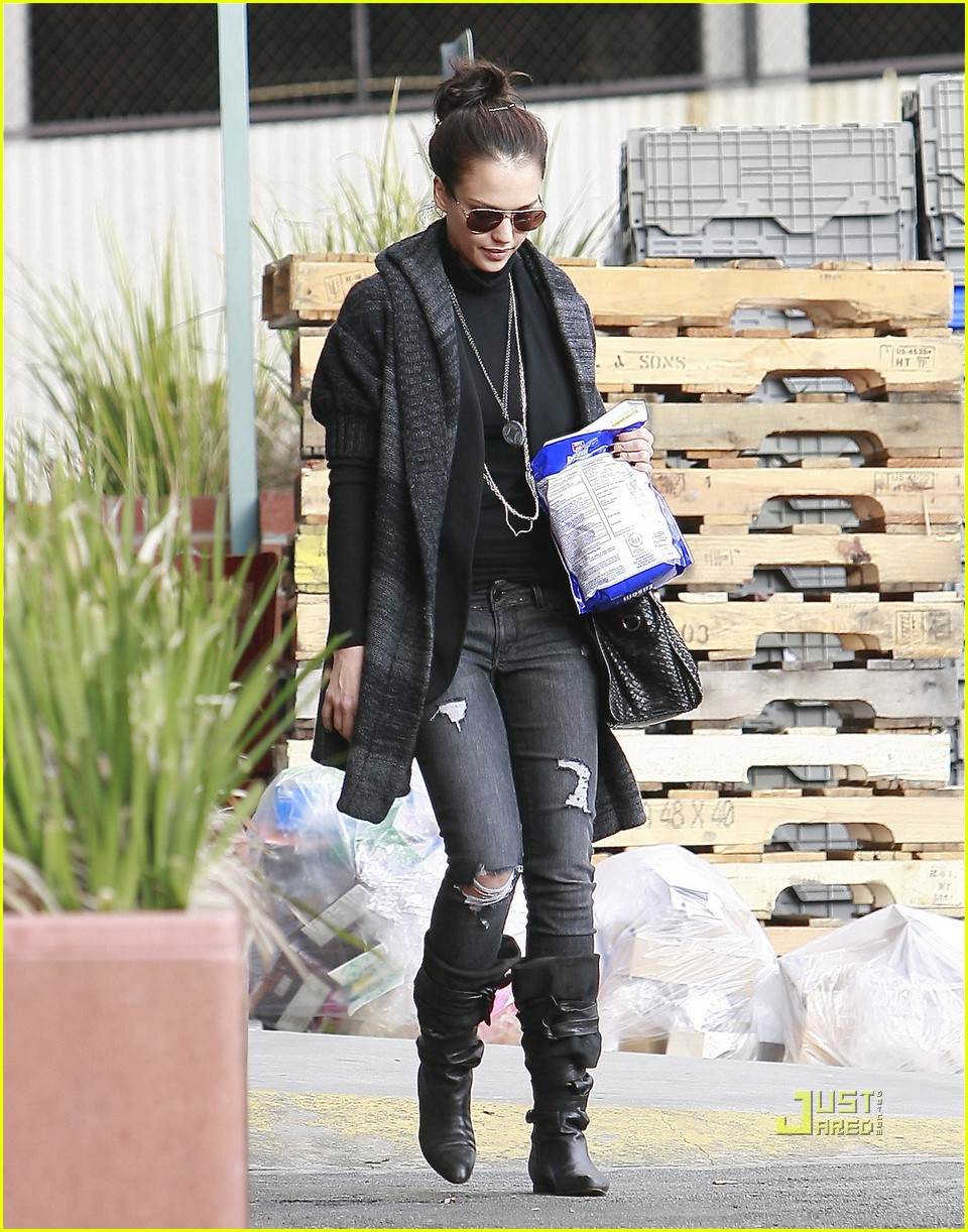 jessica alba christmas tree shopping 02