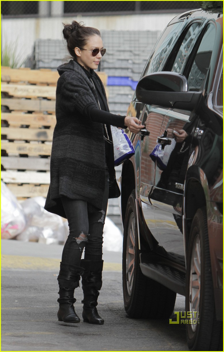 jessica alba christmas tree shopping 06