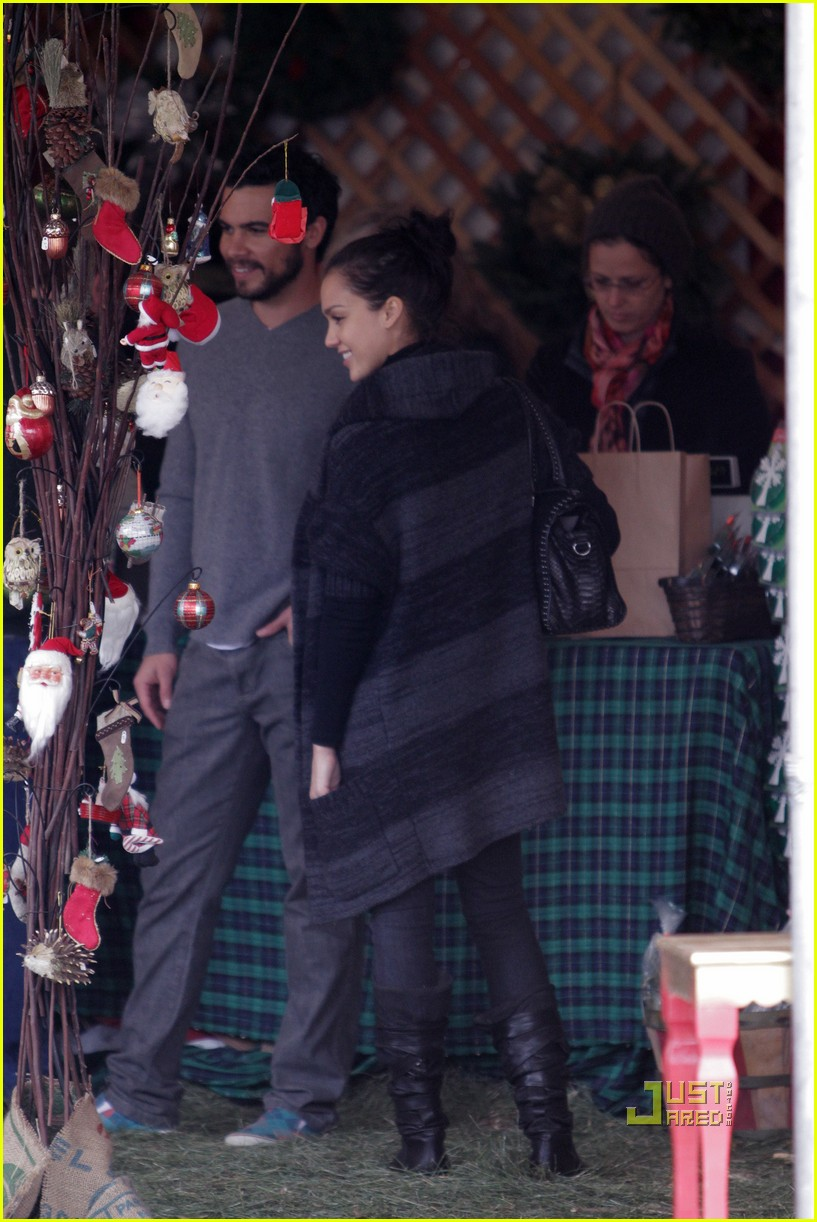jessica alba christmas tree shopping 07