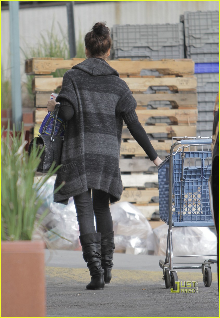 jessica alba christmas tree shopping 172400051
