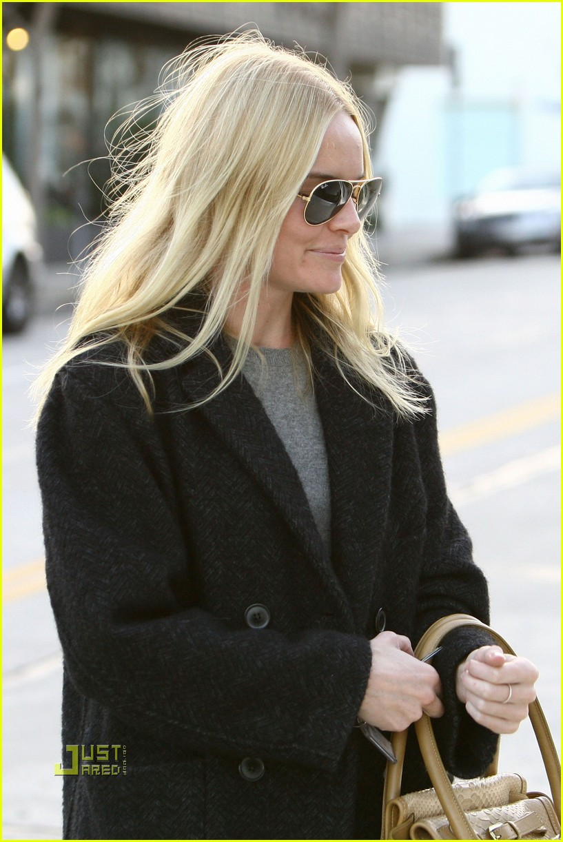 kate bosworth holiday shopping 022402582