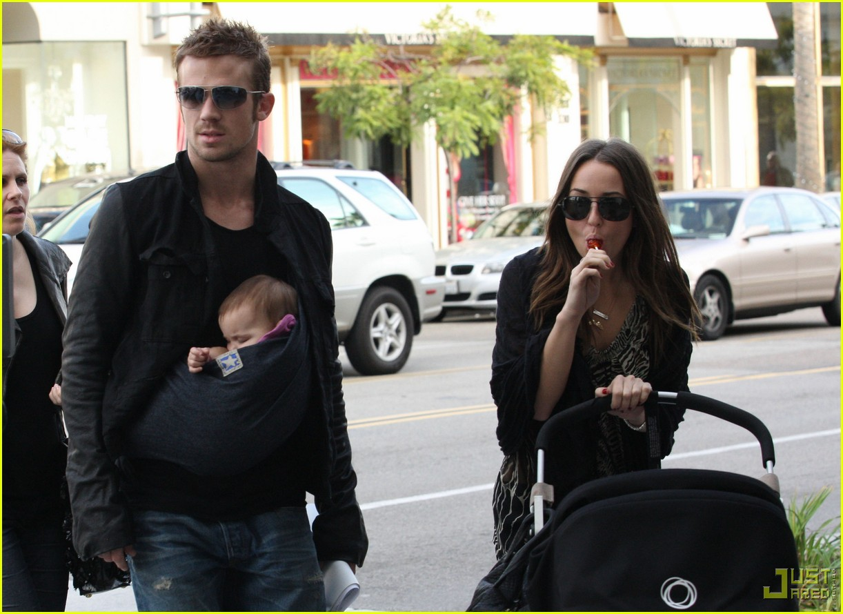 cam gigandet carries daughter everleigh 012402129