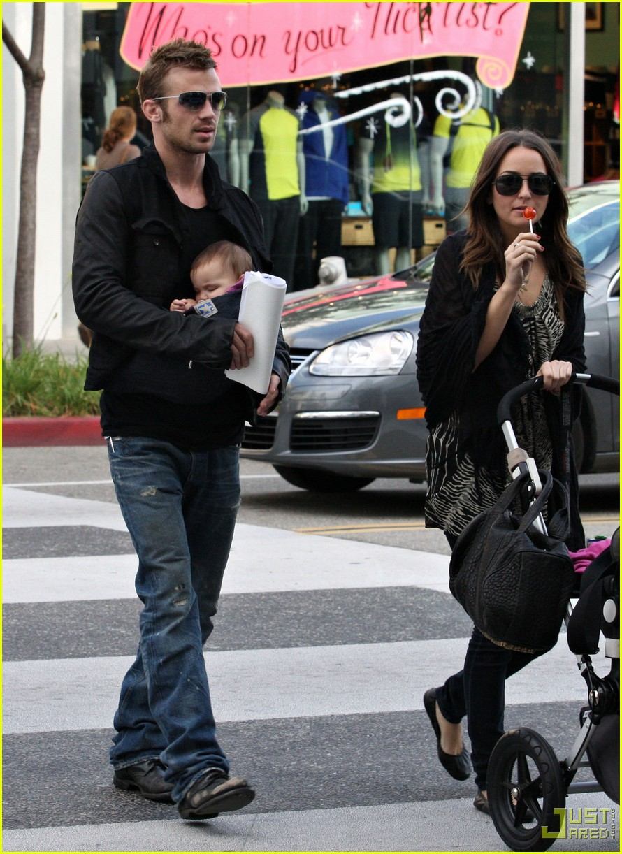 cam gigandet carries daughter everleigh 042402132