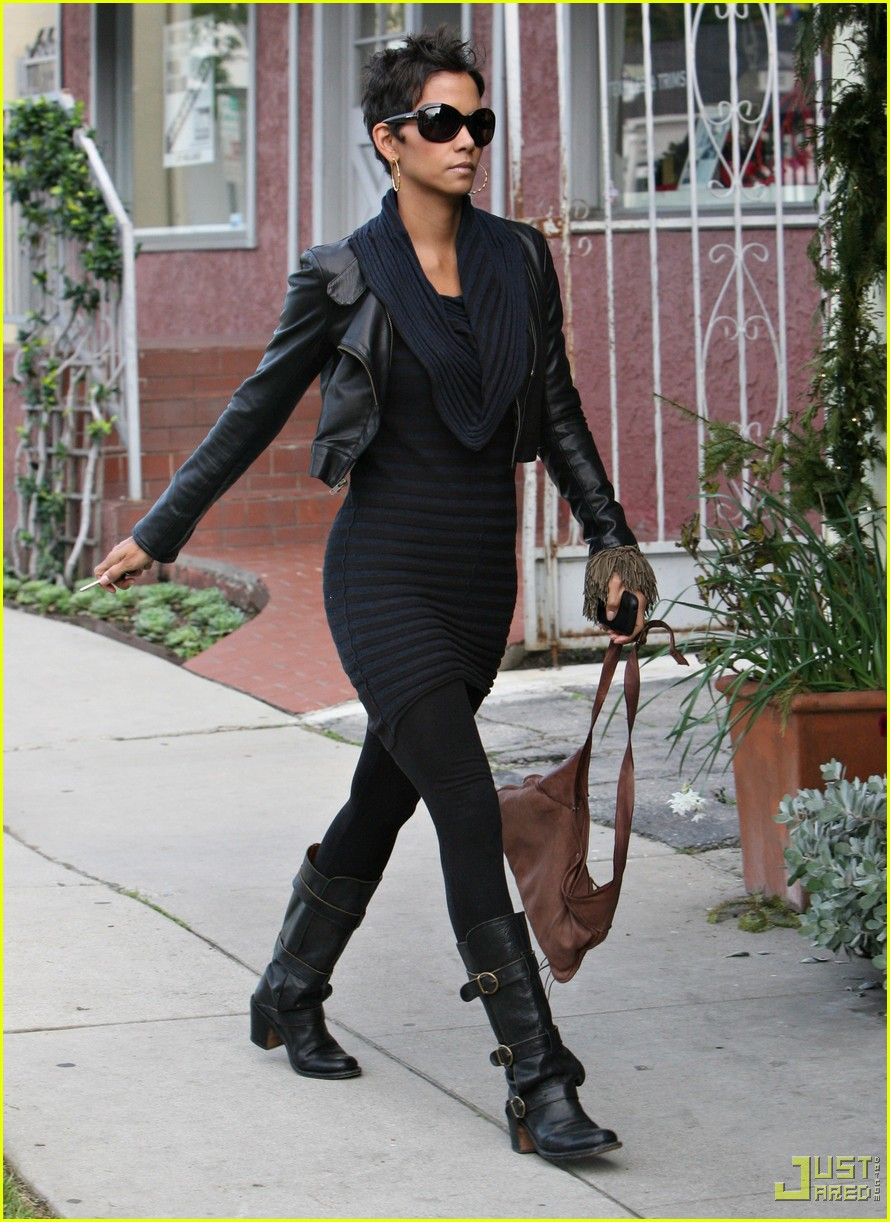 halle berry shopping soolip 022402122