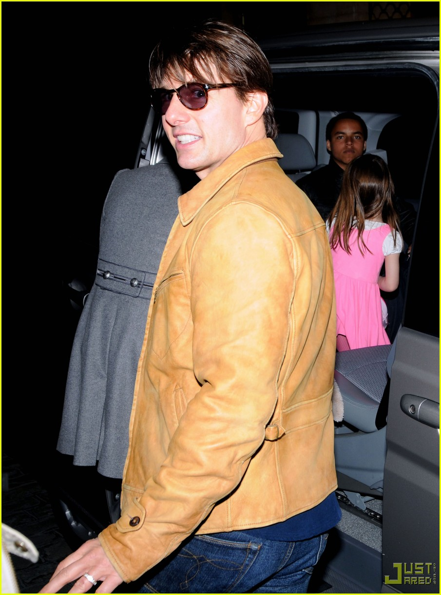 tom cruise katie holmes birthday irish pub 03