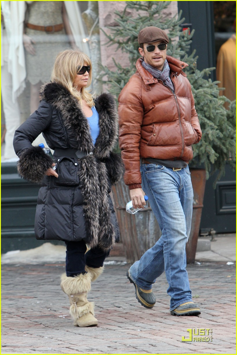 kate hudson goldie hawn bond over a cup of coffee 262403529