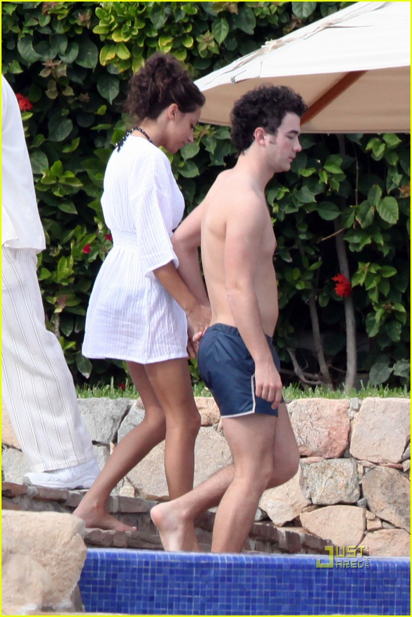 kevin jonas honeymoon mexico 012403327