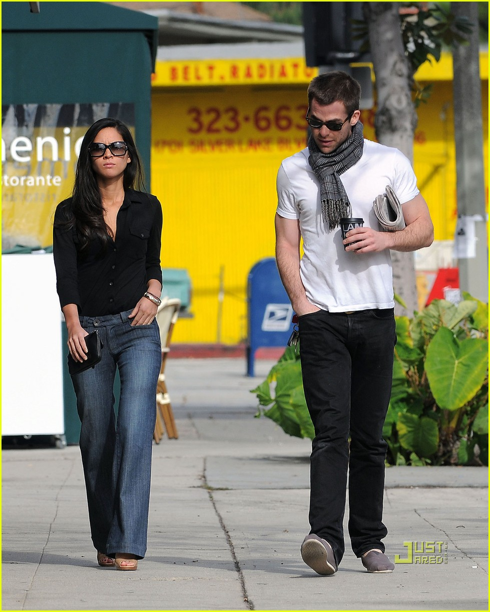 chris pine olivia munn coffee date 07