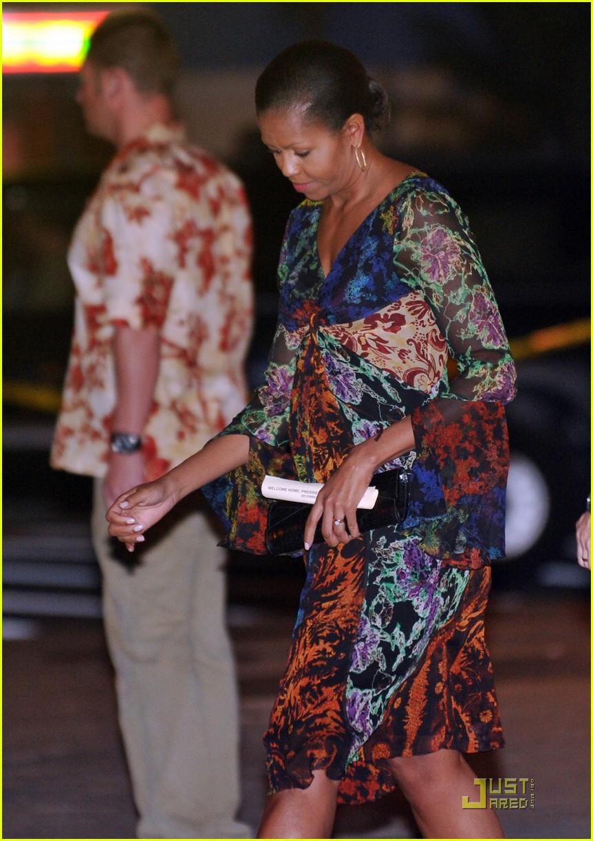 michelle obama hawaii 022404743