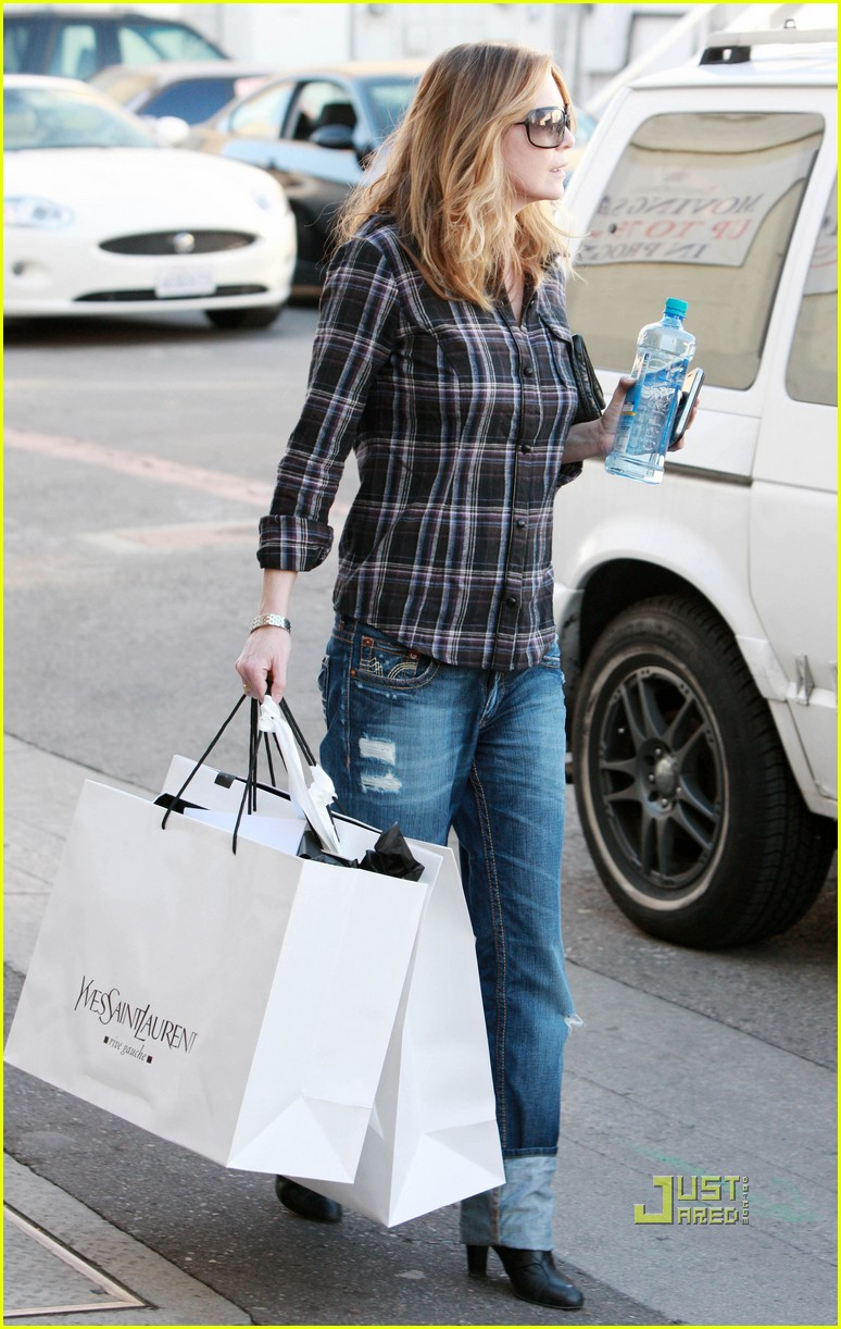 ellen pompeo airs out elbows 06