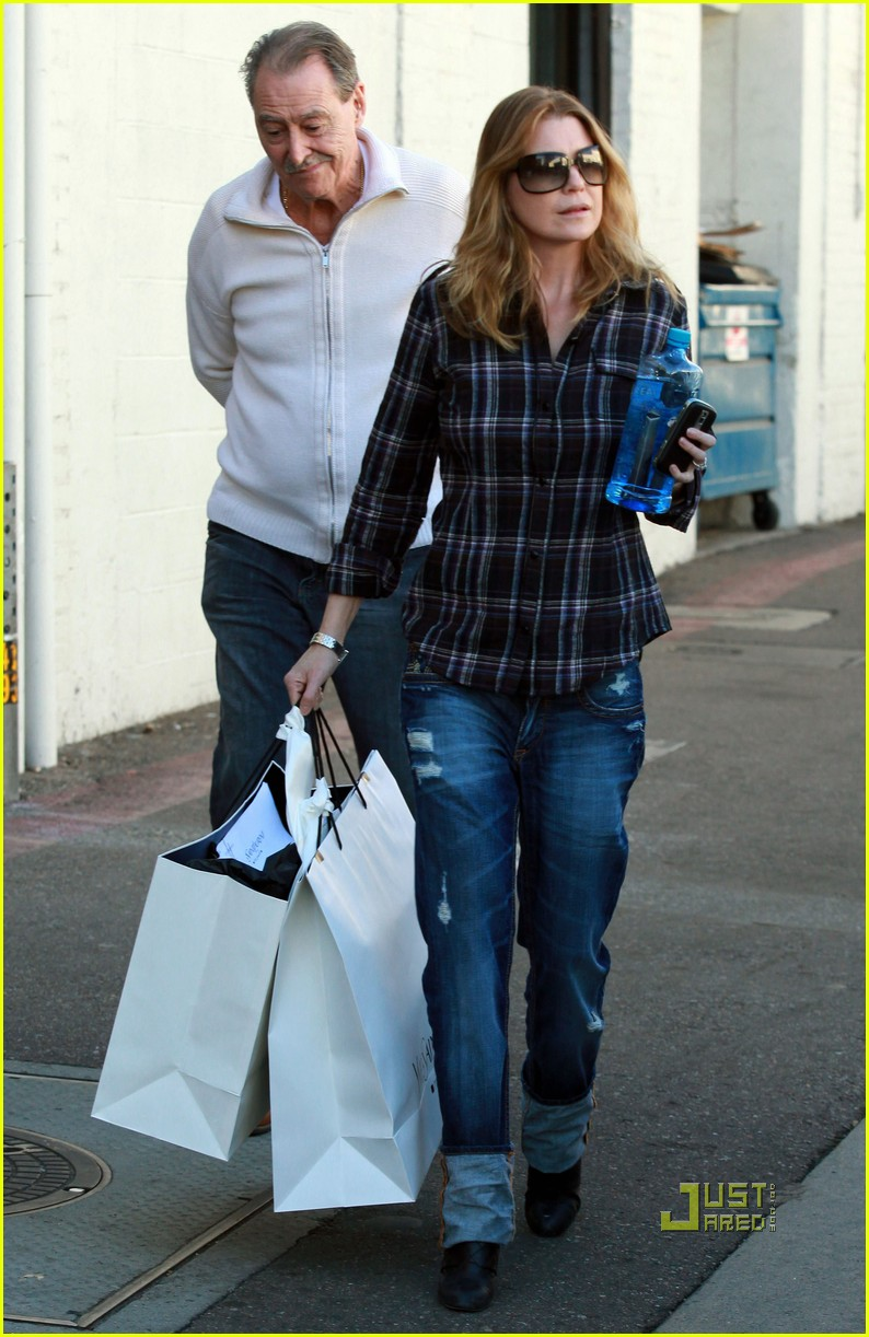 ellen pompeo airs out elbows 15