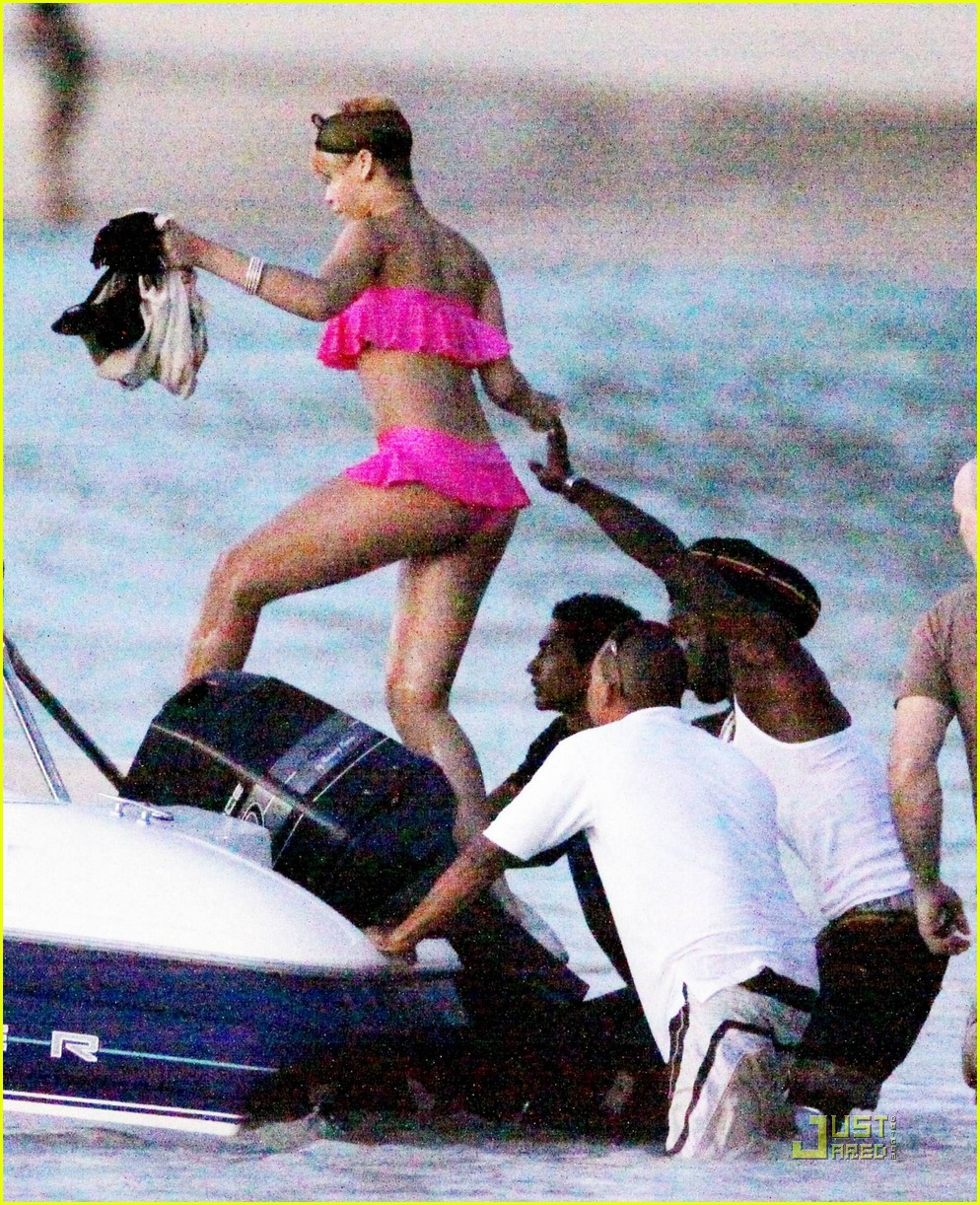 rihanna ruffled pink bikini barbados 04