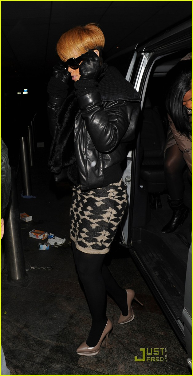 rihanna whisks into whisky 06