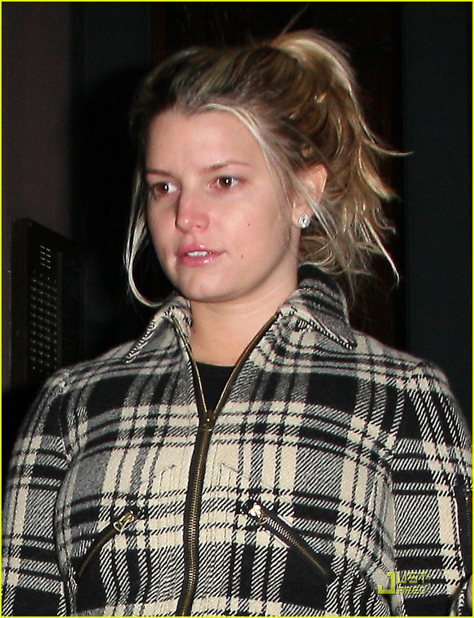 jessica simpson is pretty in plaid 01