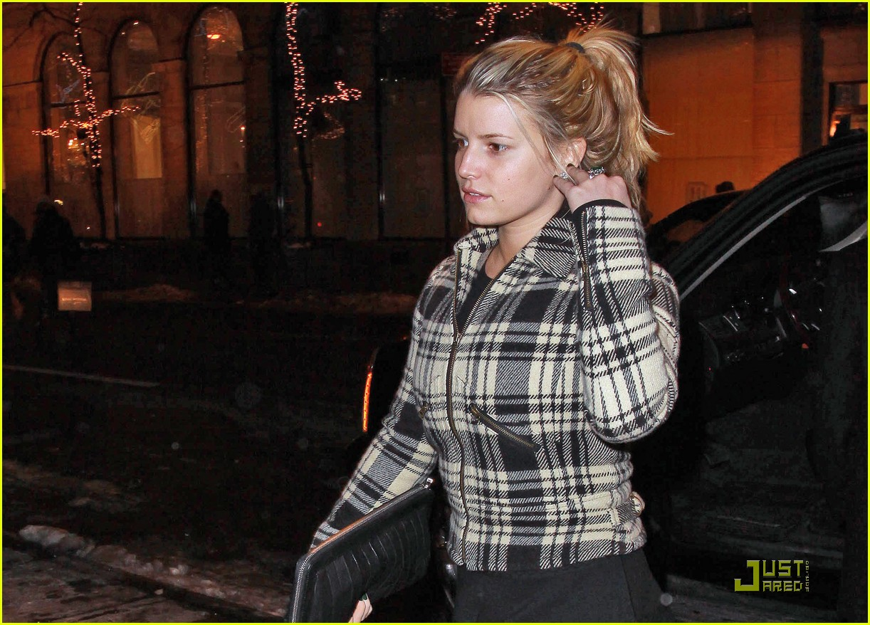 jessica simpson is pretty in plaid 072403698
