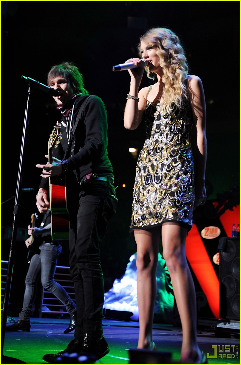 taylor swift boys like girls 2009 jingle ball 06