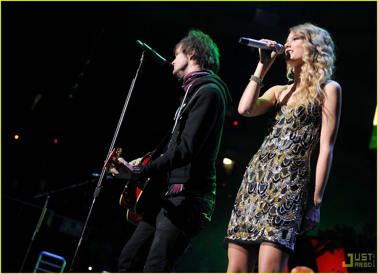 taylor swift boys like girls 2009 jingle ball 072401494