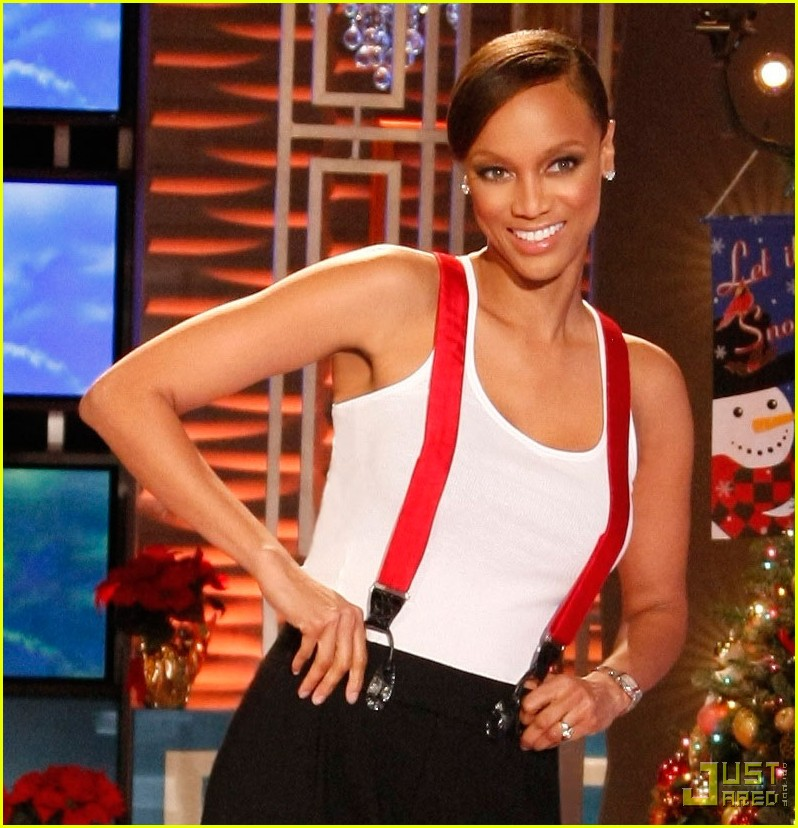 Tyra Banks Rocks Larry King's Suspenders: Photo 2402390