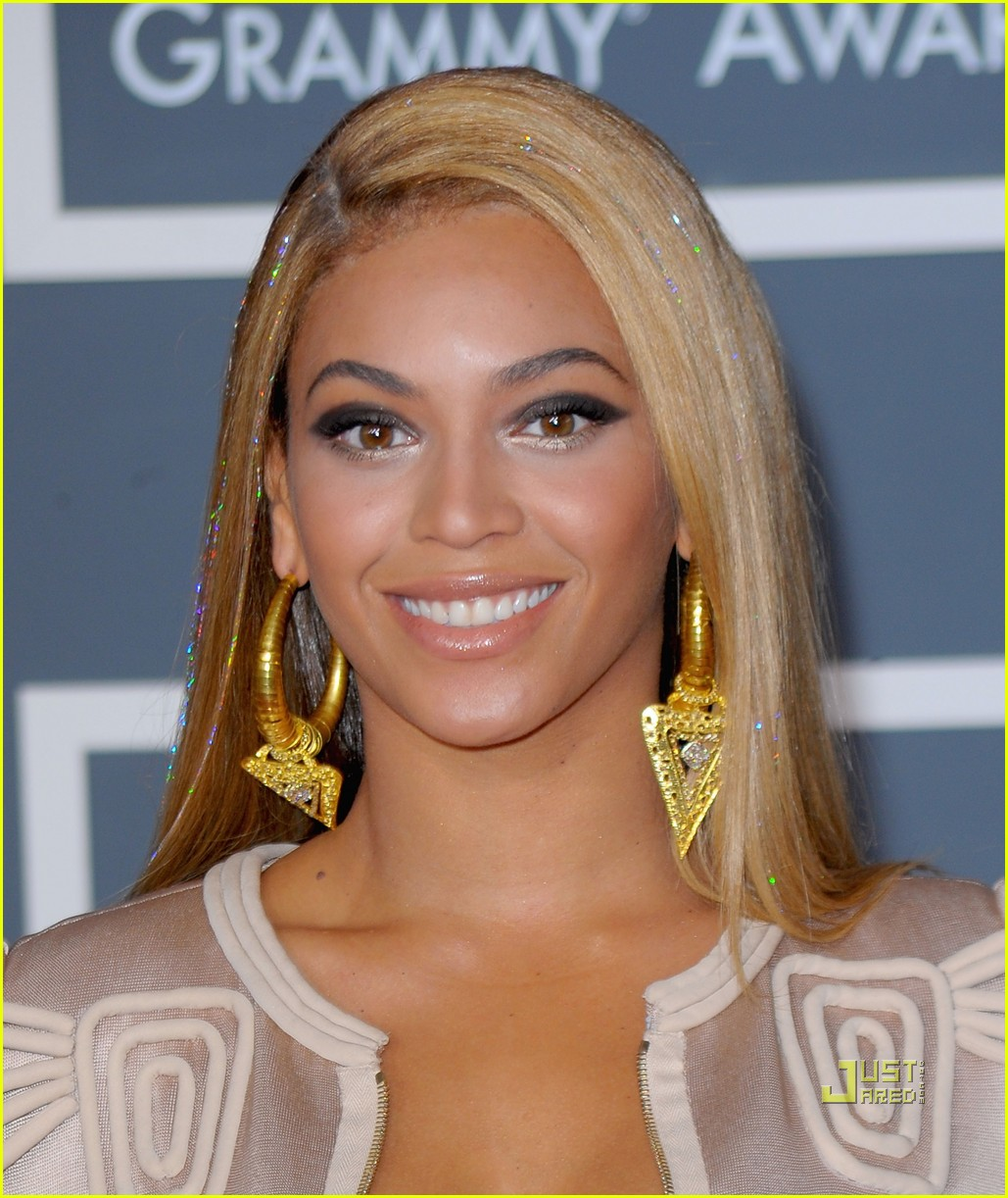 beyonce knowles grammy awards 2010 red carpet 012413043