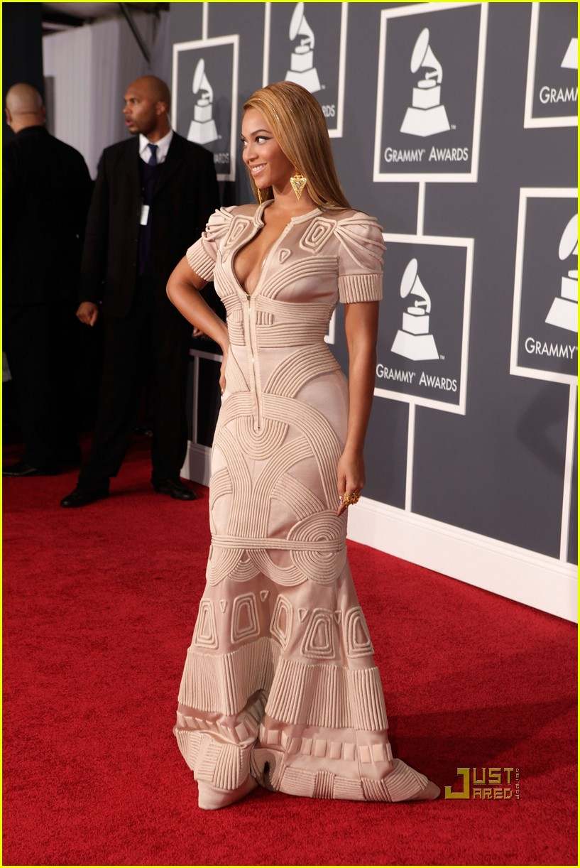 beyonce knowles grammy awards 2010 red carpet 022413044