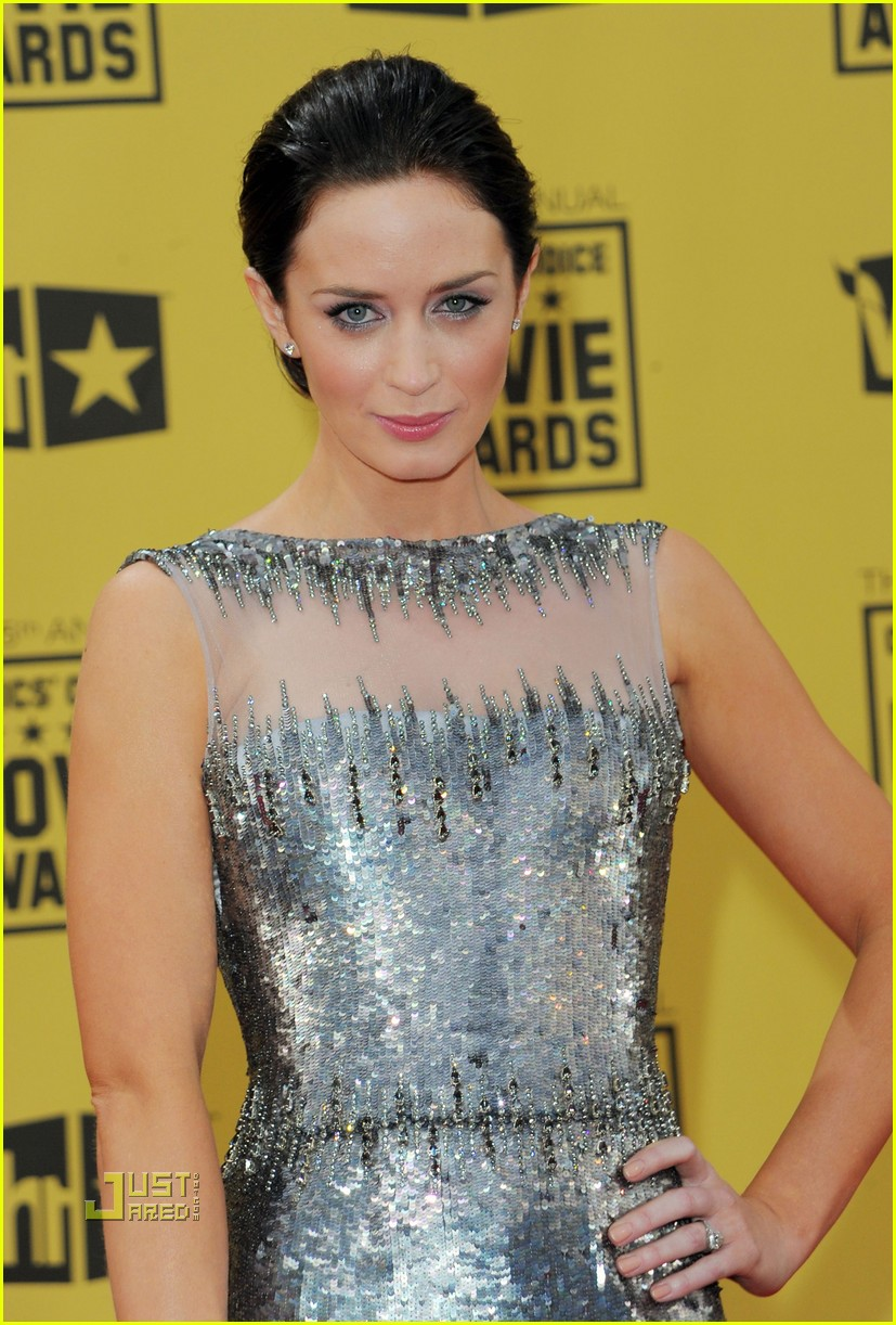 emily blunt critics choice awards john krasinski 042408540