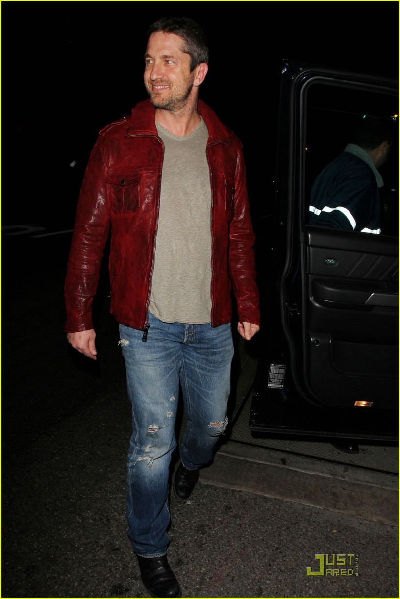 gerard butler cleared battery charges 012406926
