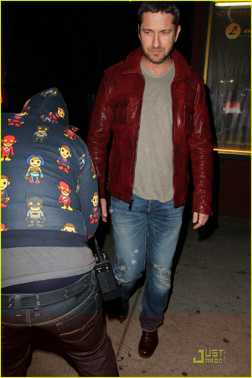 gerard butler cleared battery charges 042406929